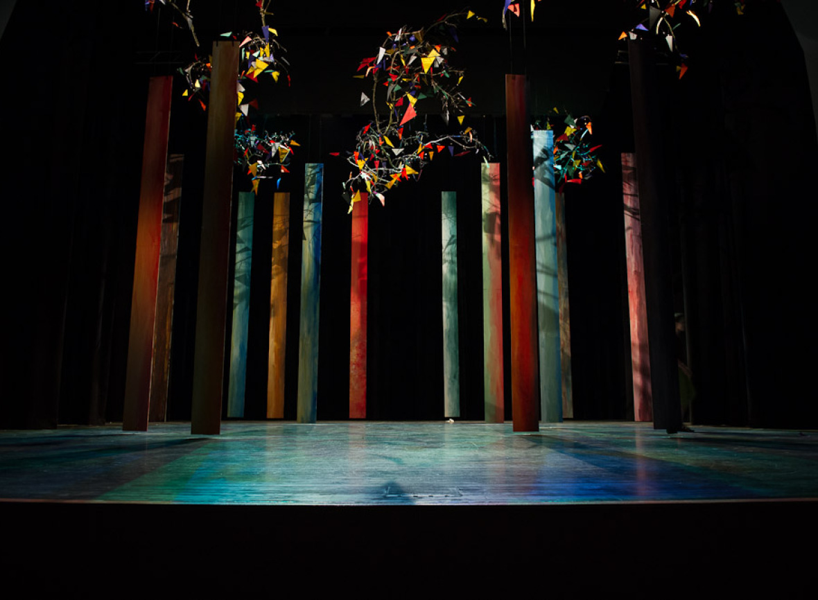 Bühnenbild von Lou Simard foto © by AHM 2012